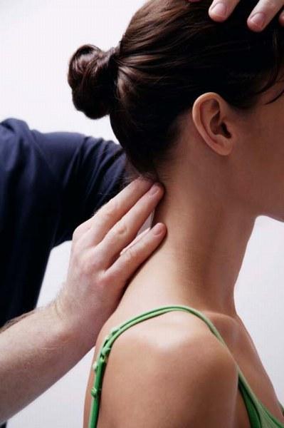 cervicale-sintomi-e-rimedi-per-curare-l-infiammazione-381491_w399h600