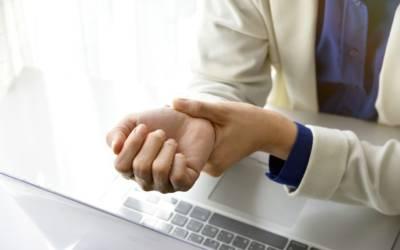 Dolori al polso e alla mano: quando l'utilizzo prolungato del PC danneggia la tua salute